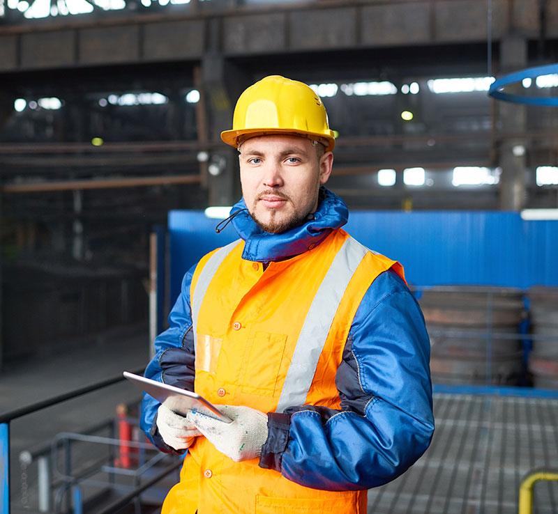 Tecnico idraulico al lavoro